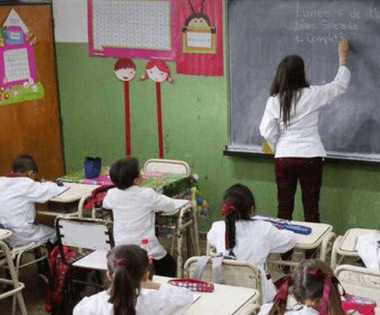 Angelo Calcaterra | Angelo Calcaterra colabora con una maestra de la provincia de Santiago del Estero para que no viaje a dedo 160 km