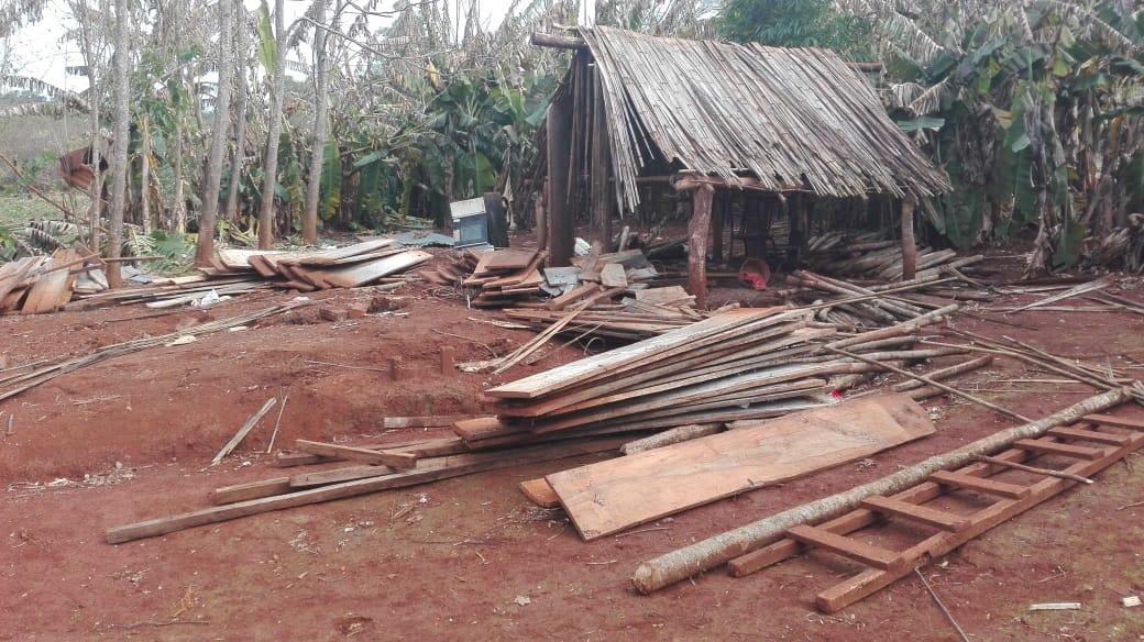 Angelo Calcaterra | Angelo Calcaterra dona materiales para la aldea Monte Virgen, Misiones
